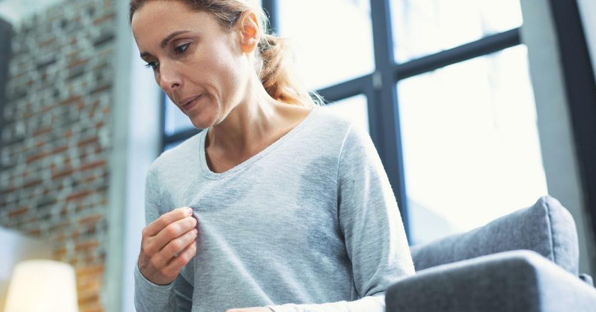 donna in menopausa con vampata di calore